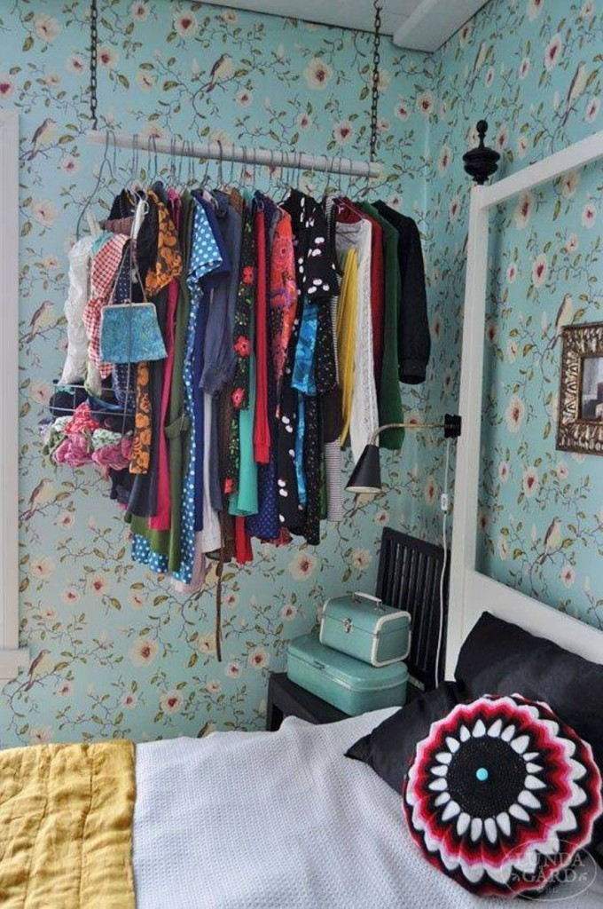 hanging clothes tiny bedroom hack