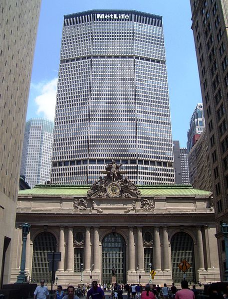 457px-Grand_Central_Terminal_MetLife_Building_Park_Ave_viaduct_Summer_Streets